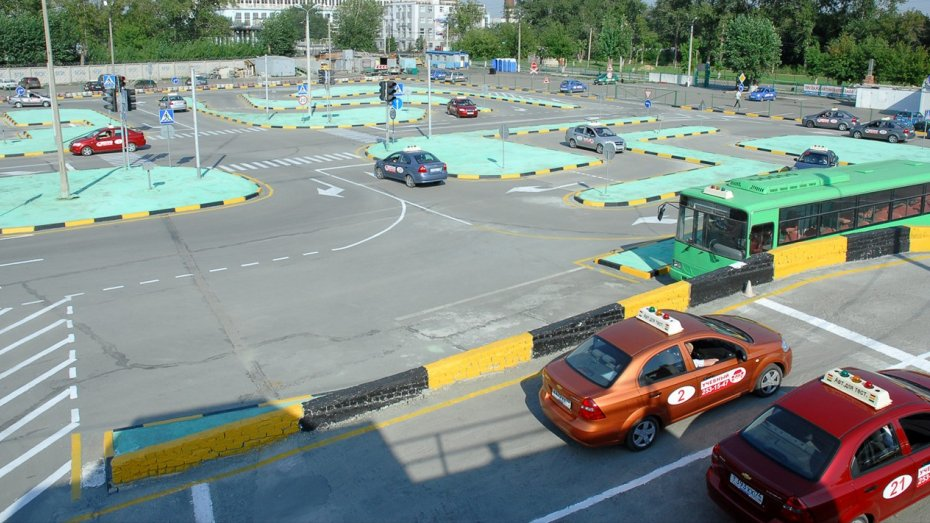 Как проходят уроки вождения на автодроме